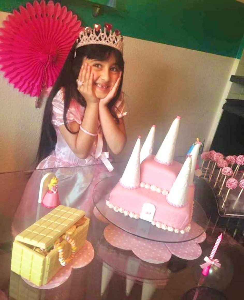 Princess Cake 👸🏻🌸🎂 (Treasure Box and Cake Pops are also self made) 👸🏻 . 👸🏻 . 👸🏻