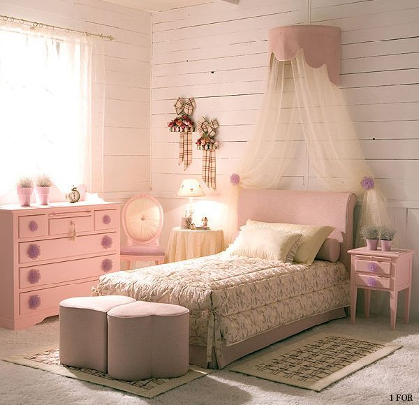 Romantic And Classic Interior Decor For Young Girl Bedroom