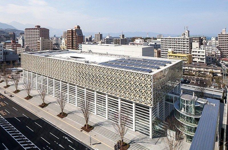 Beste opkomende culturele bestemming in Azië: Oita Prefectural Art Museum, Oita. Dit Japanse museum werd dit jaar in april geopend en werd ontworpen door de Japanse architect Ban Shigeru.