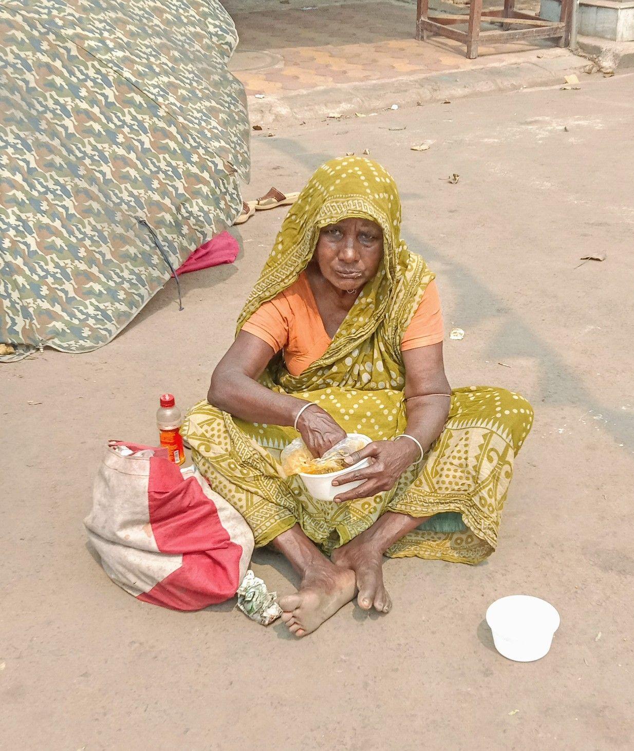 Homeless Woman In Calcutta India Straw Bag Women India