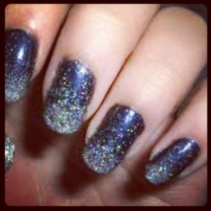 Black nails with stars