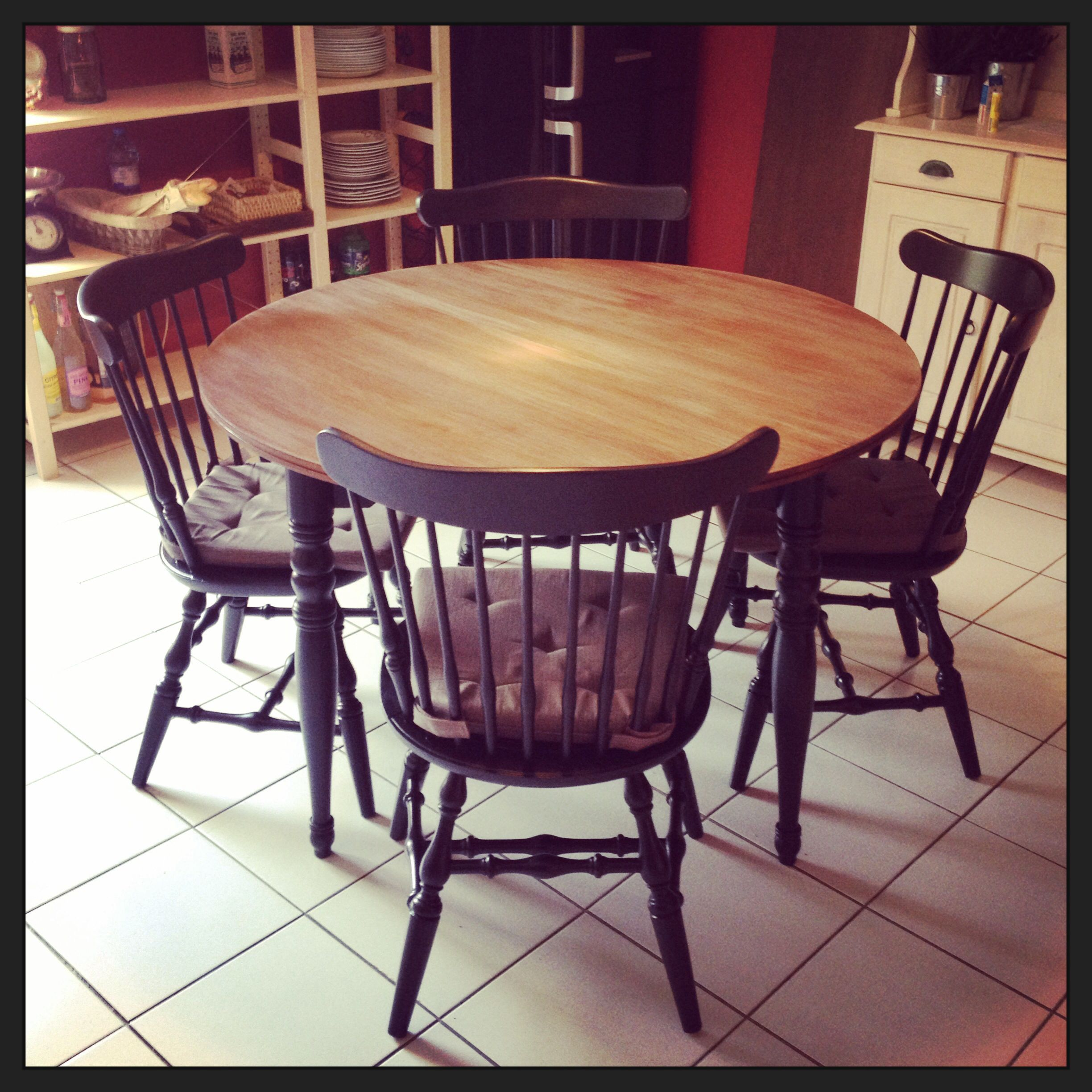 New trend painted chairs with dipped or raw legs jelanie - Table Et Chaises Western R Nov Es Brocante Homemade