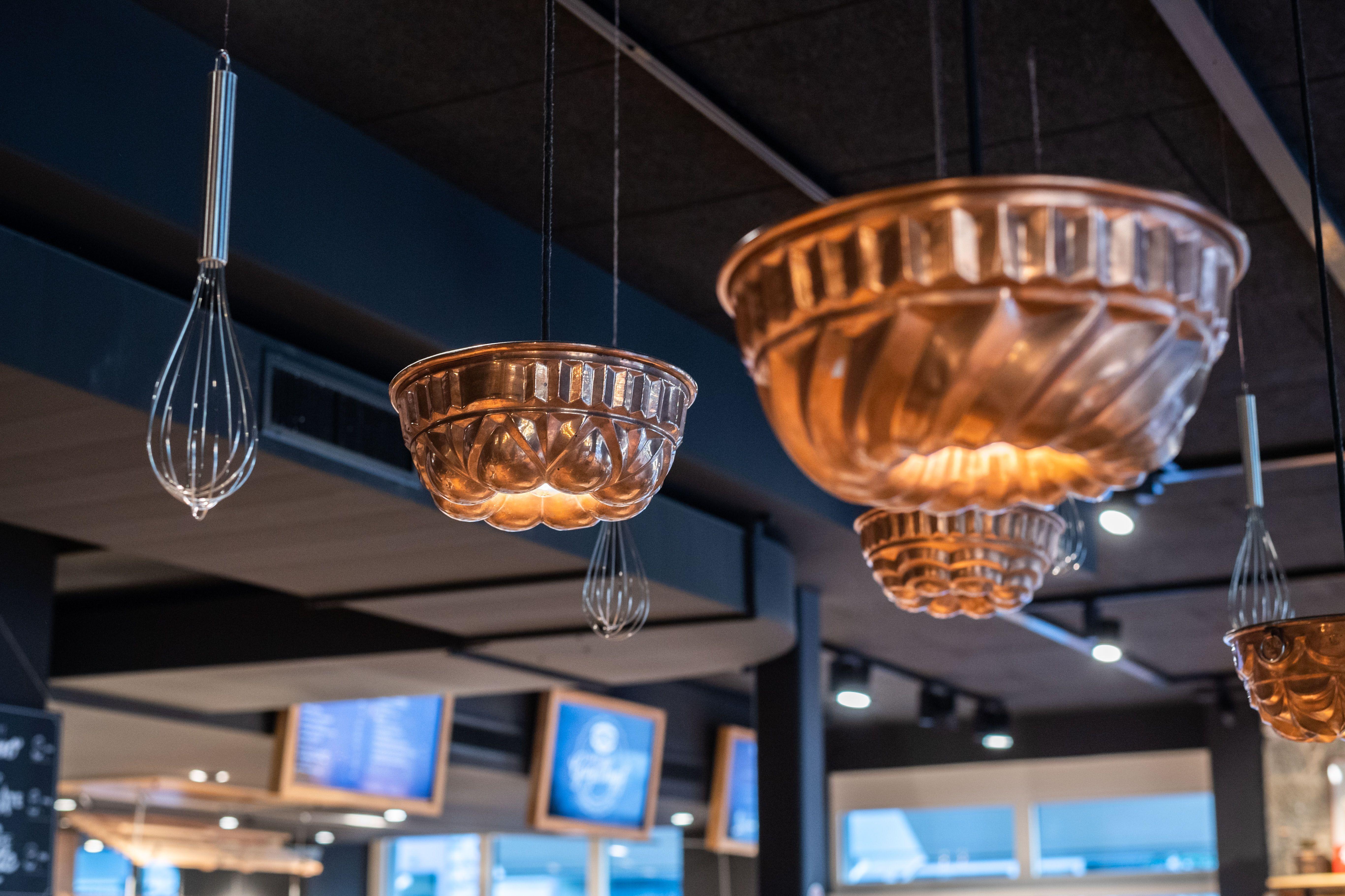 Gugelhupf In Luzern Aichinger Ladenbau Theke Ladentheke Design Einrichtung Ladeneinrichtung Modern Food Ladeneinrichtung Cafe Dekoration Ladentheke