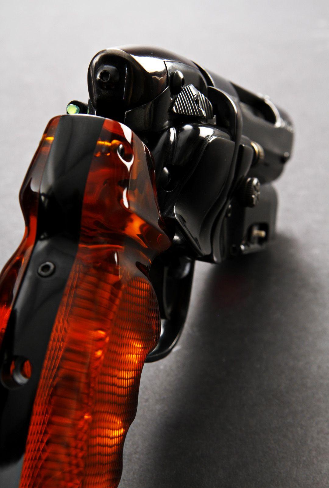 new-blade-runner-hero-blaster-build-ryan_cbladerunner_replica_pistol_7.jpg-104855d1343159605 (1080×1603)