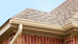 La pose du soffite et de fascia   Maisons extérieures, Isolation combles et Maison