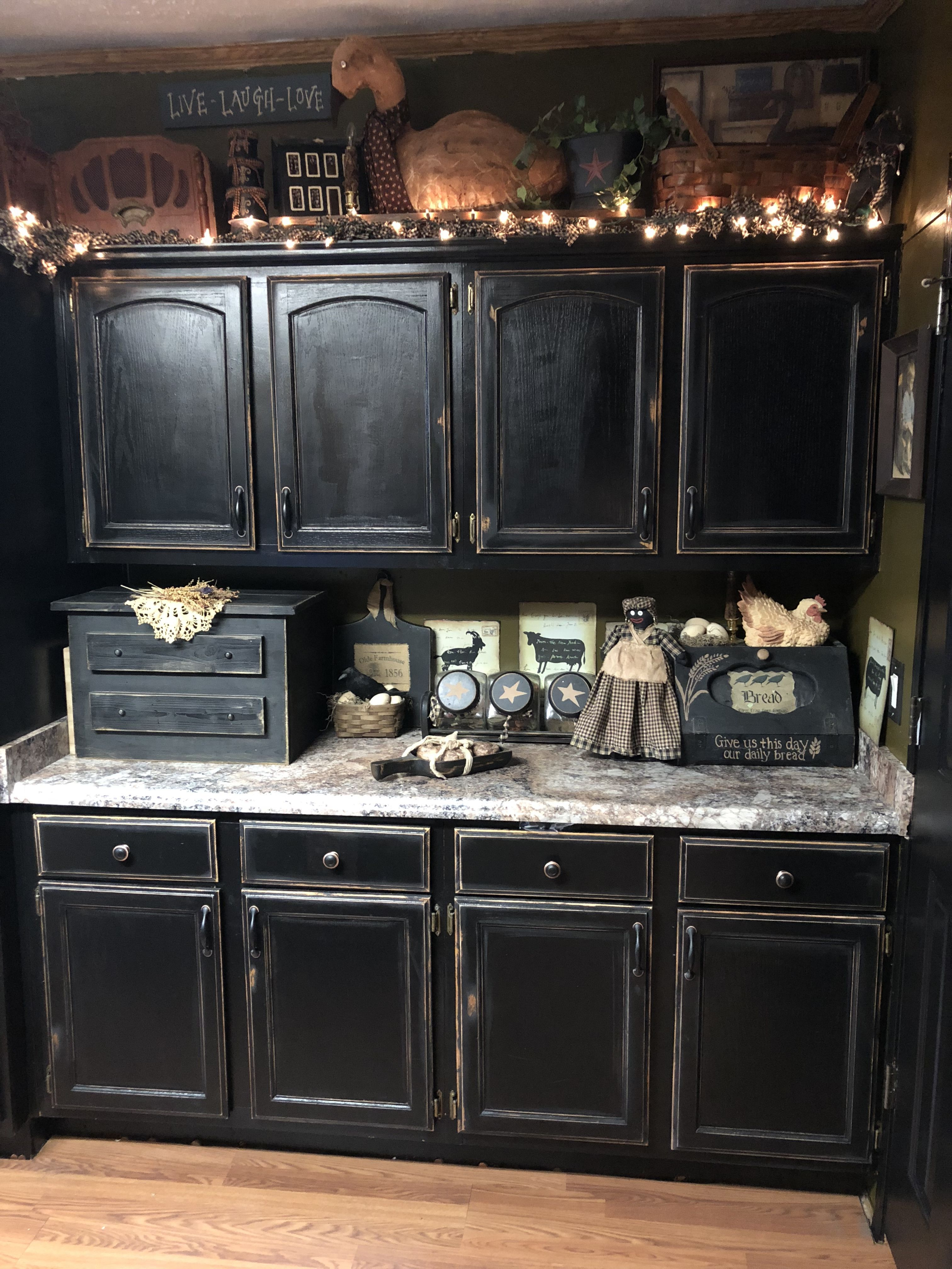 Love The Dark Kitchen Cabinets Primitive Kitchen Cabinets Primitive Kitchen Black Kitchen Cabinets