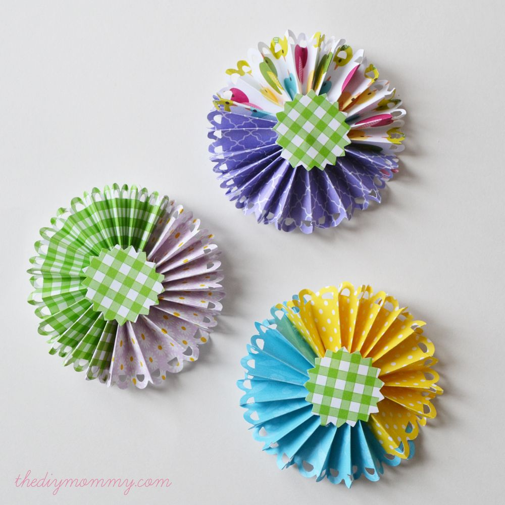 Make a spring flower arrangement with tulips and paper medallions by make a spring flower arrangement with tulips and paper medallions by the diy mommy mightylinksfo Gallery
