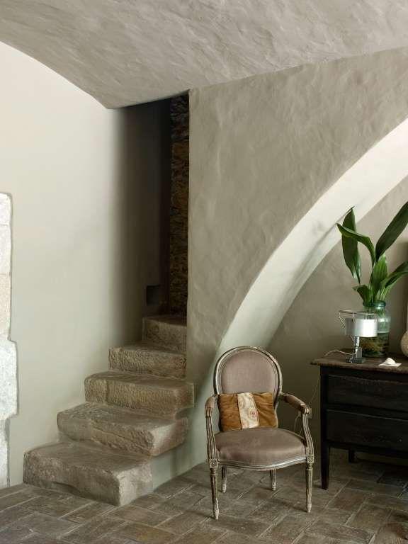 Escaleras Arriba Y Abajo Escaleras Contemporáneas Casa Contemporánea Chimeneas Contemporáneas