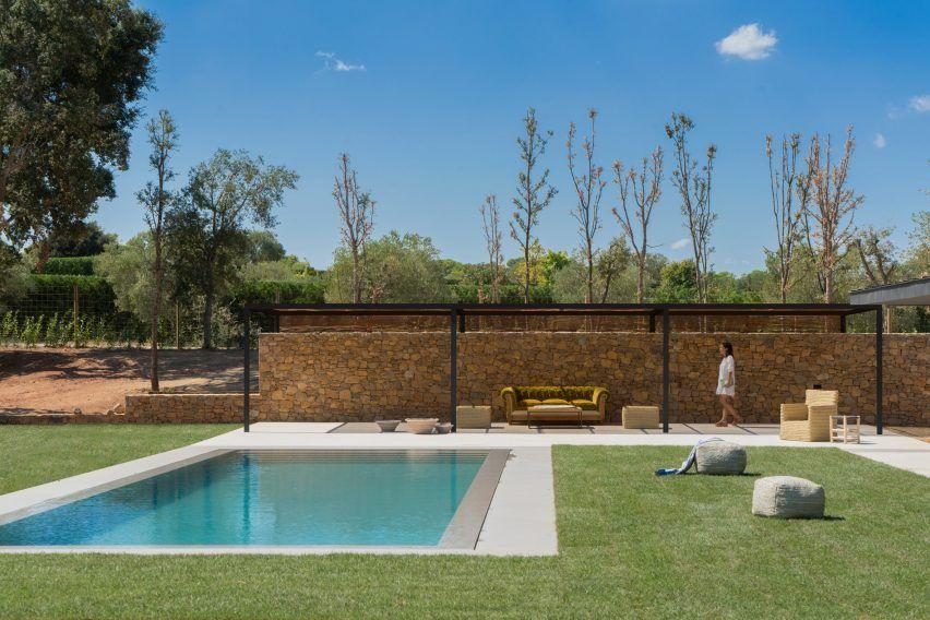 Sauerstoffhaus von Susanna Cots verwendet Eiche und Stein, um seine natürliche Umgebung zu verweisen
