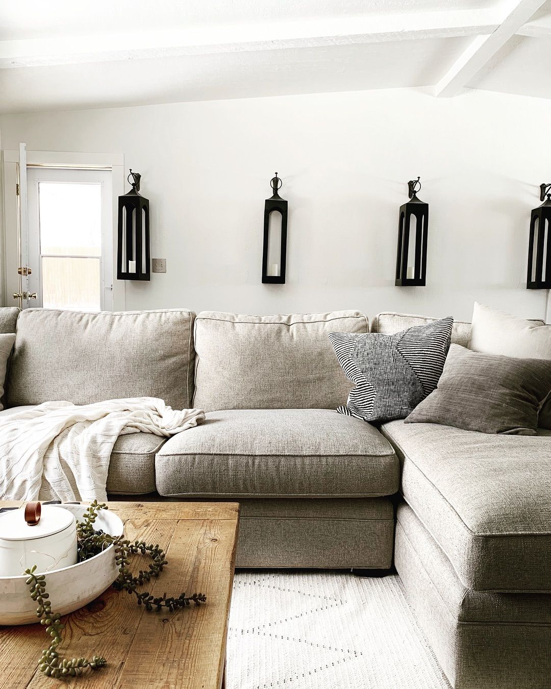 Pin On Insta Land Kelsey Loya Come Say Hi #rustic #and #modern #living #room