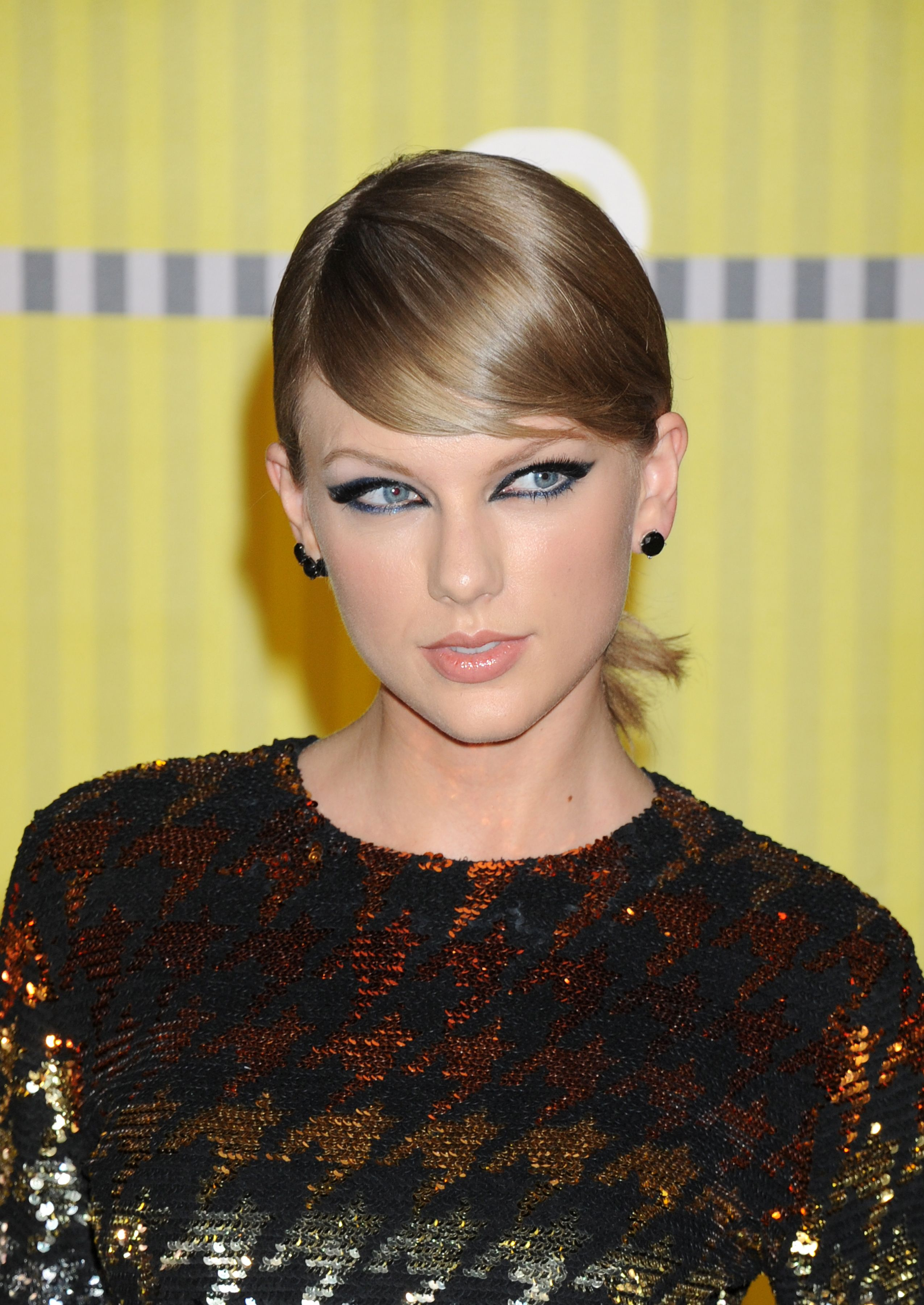 Taylor Swift arrives to the 2015 MTV Video Music Awards at Microsoft Theater on August 30, 2015 in Los Angeles, California.