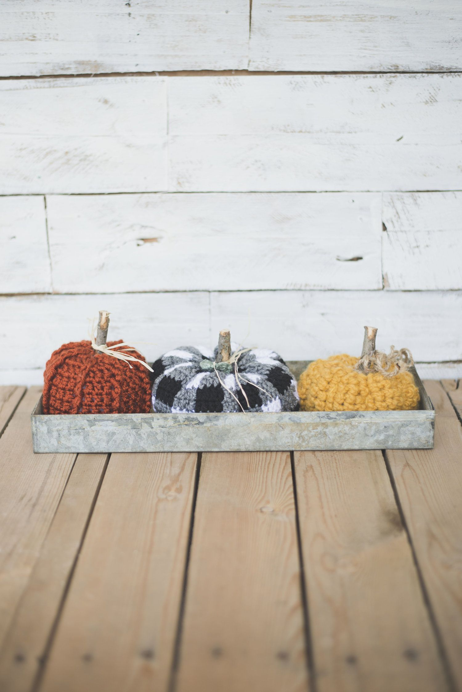Free Crochet Pattern for the Cutest Plaid Pumpkin | Halloween y Dia ...
