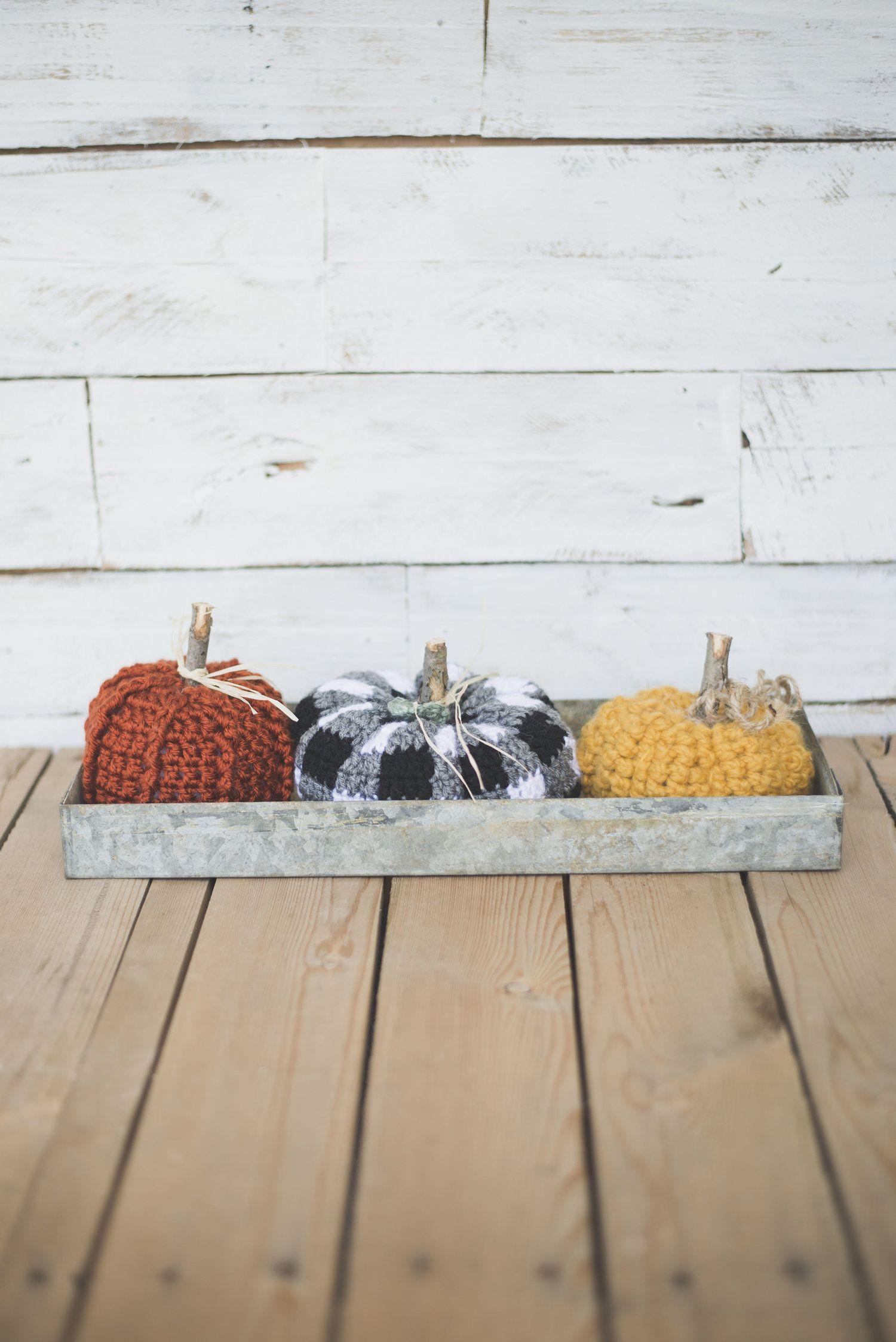 Free Crochet Pattern for the Cutest Plaid Pumpkin | Halloween y Dia ...