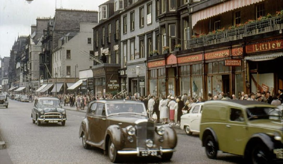 1960s Edinburgh: 50+ Color Photos Capturing Streets Scenes And Everyday Life Of Edinburgh #edinburgh #edinburghcastle #edinburghlife #edinburghcity #edinburghhighlights #edinburghphotographer #edinburghuniversity #edinburghscotland  #edinburghnewtown  #discoveredinburgh #historicscotland #history #edinburghhistory #royalmile #beautytips