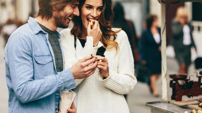 Verrückte mädchen auf online-dating