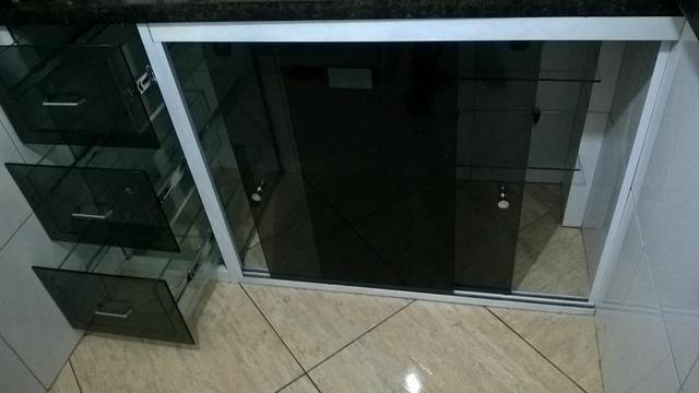 fcf7ee85436 Fazemos armários de pia de cozinha e banheiro com gavetas de vidro temperado  de 8mm
