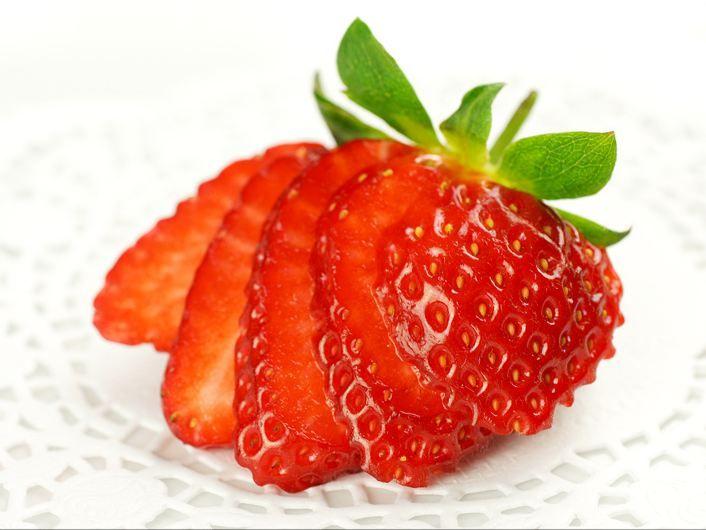 Strawberry Garnish Cake