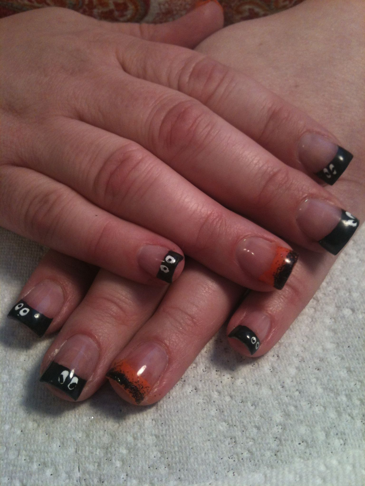 Halloween nails! Cute ghost eyes with black glitter fringe ...