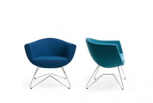 SORRISO (z wł. sorriso – uśmiech) to fotel, którego cechą wyróżniającą jest elegancki, owalny kształt kubełka, podkreślony wyrazistymi, precyzyjnymi przeszyciami, dodatkowo akcentującymi styl mebla. To idealny produkt, który znajdzie zastosowanie w nowoczesnych przestrzeniach biurowych, recepcyjnych oraz domowych – świetnie sprawdzi się w open space'ach, holach, instytucjach publicznych, kawiarniach, jak i prywatnych mieszkaniach.