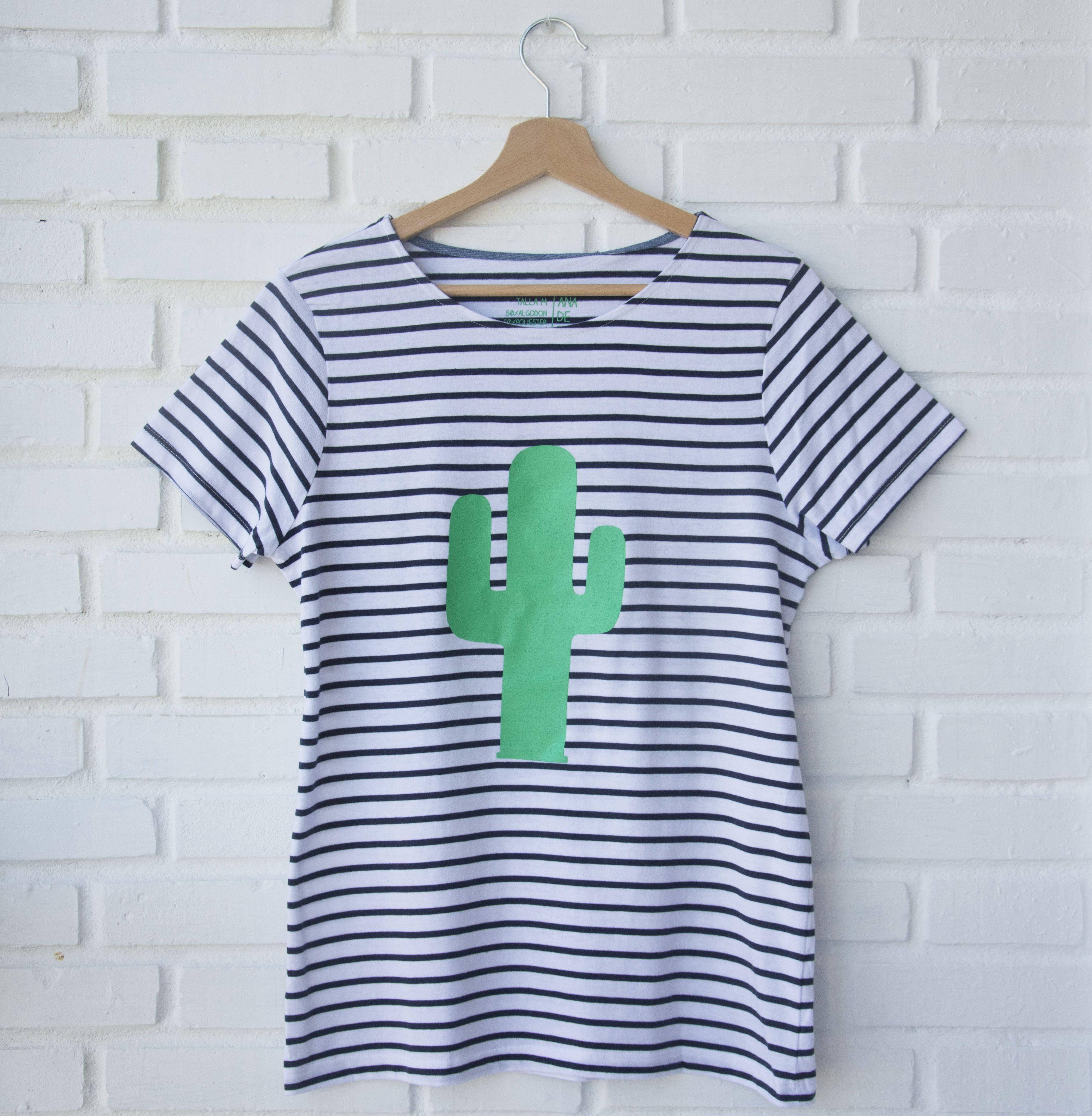 e90bba65b1 Camiseta de rayas azul marino y blancas.Serigrafía color verde diseño  exclusivo…
