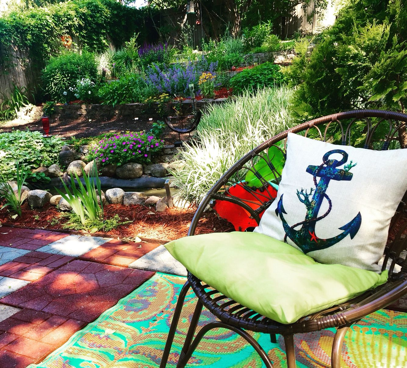 Eclectic and unique Backyard gardening and decor