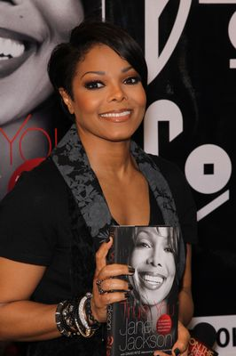 Janet Jackson Layered Bob Hairstyle With Bangs Celebrity Hairstyles With Bangs And Layers Janet Jackson Unbreakable Celebrity Hairstyles Janet Jackson Videos