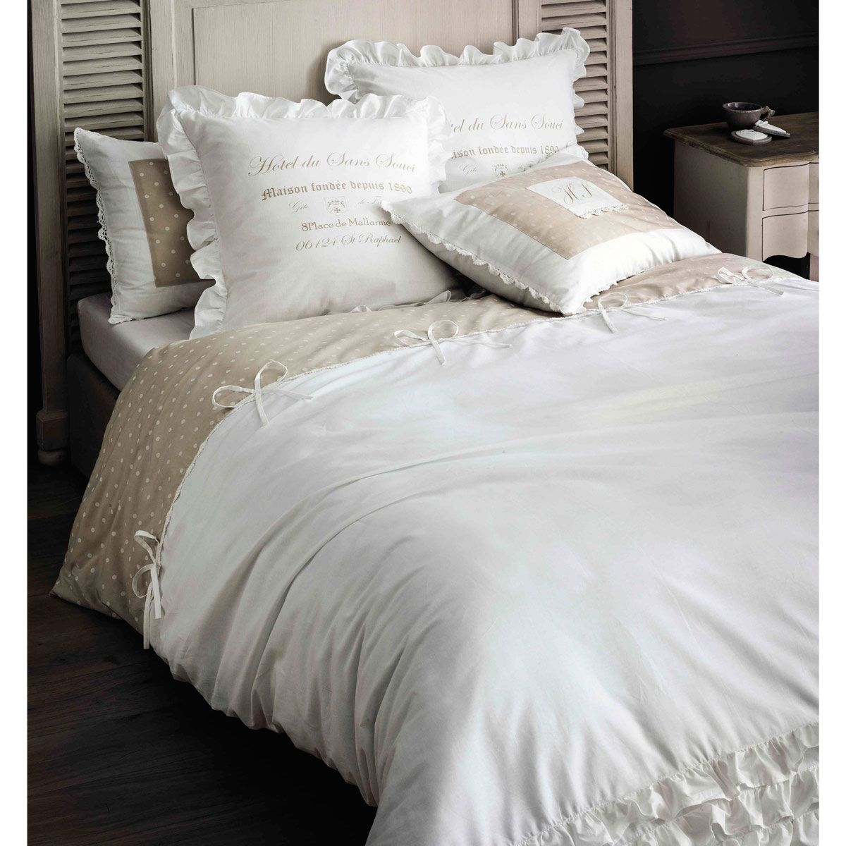 parure de lit en coton blanche 220 x 240 cm parure. Black Bedroom Furniture Sets. Home Design Ideas