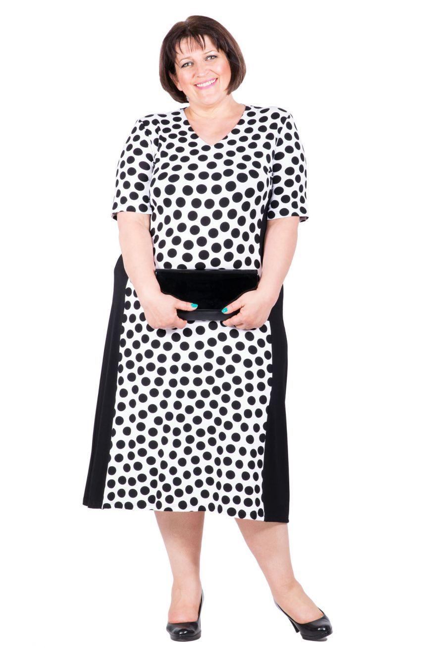 cdb6efc36b Biało-czarna wyszczuplająca sukienka w czarne grochy - Modne Duże Rozmiary