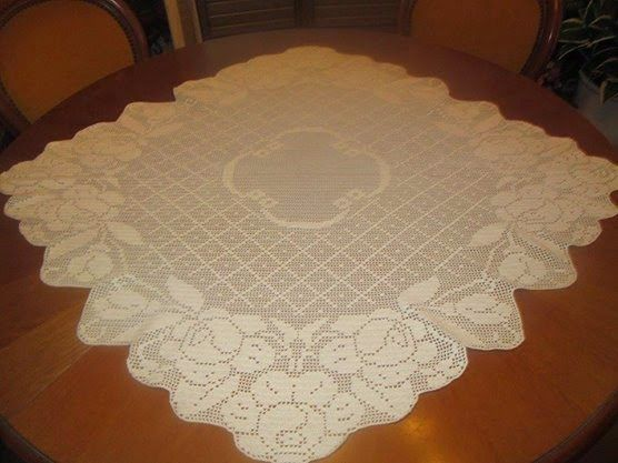 Copritavolo Uncinetto ~ Hobby lavori femminili ricamo uncinetto maglia: copritavolo