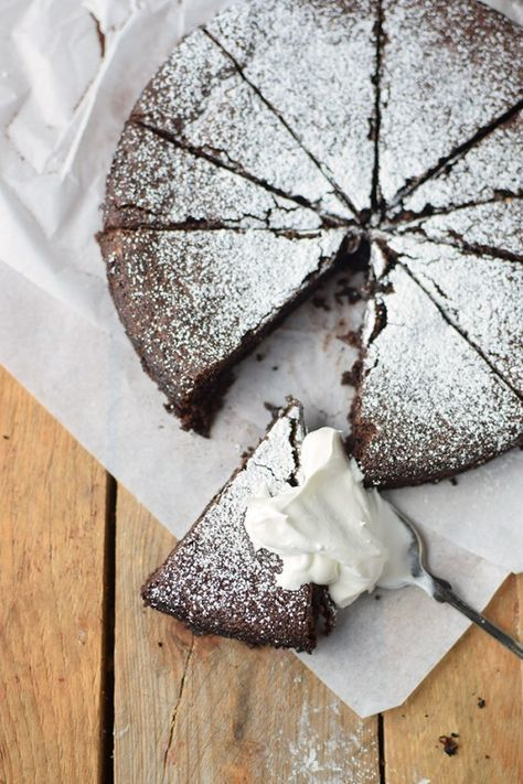 Saftiger Mandel-Schokokuchen glutenfrei - gooey almond chocolate cake - glutenfree