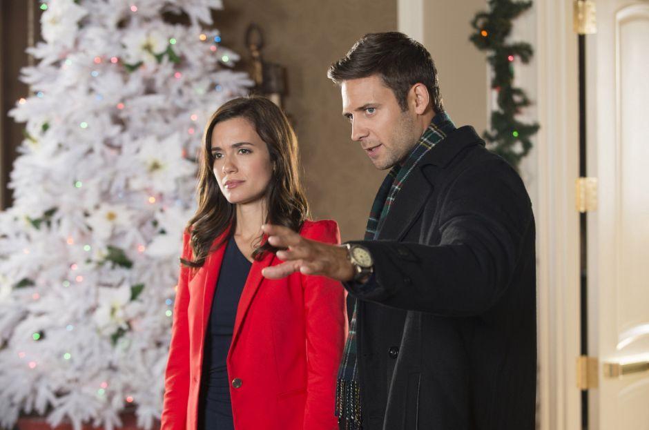 Torrey Devitto And Steve Lund In Best Christmas Party Ever 2014 Hallmark Christmas Movies Abc Family Movies Hallmark Movie