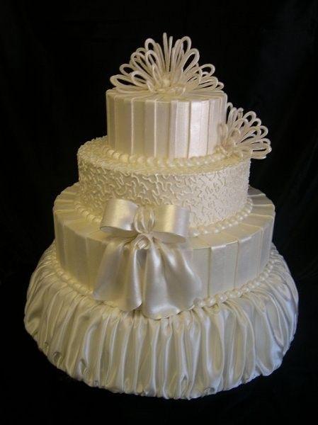 Supreme Kakes - Houston Cakes - Fancy four-tier wedding cake with bows