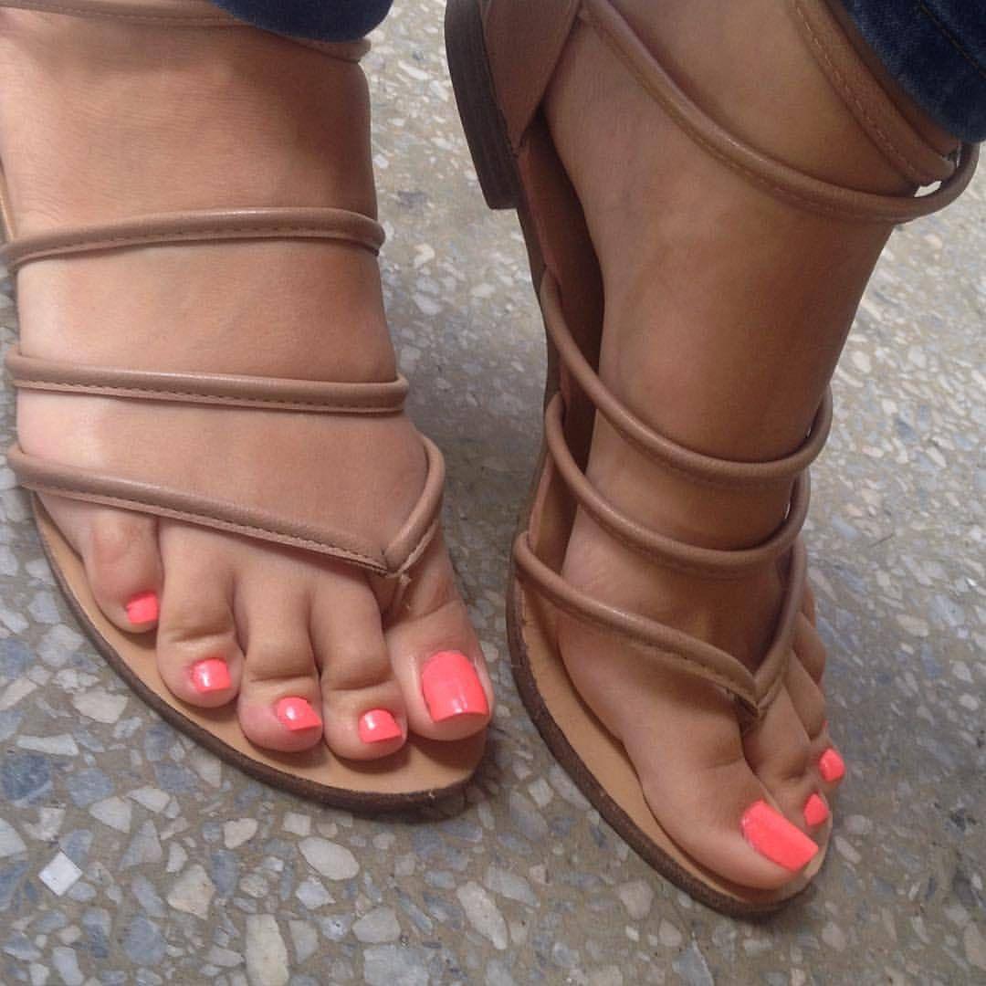 1fcaab5e Feetmachine : Foto Zapatos Sexys, Sandalias De Piso, Sandalias Bajitas,  Zapatos Hermosos,