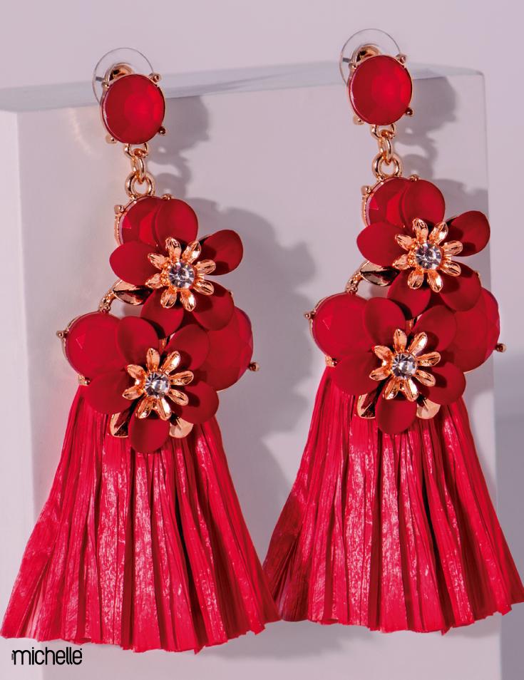 1df7824002c2 Aretes largos rojos de Rafia estilo Floral.  Tendencia  Moda ...