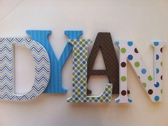 Holzbuchstaben f r kindergarten blau gr n und von for Holzbuchstaben babyzimmer