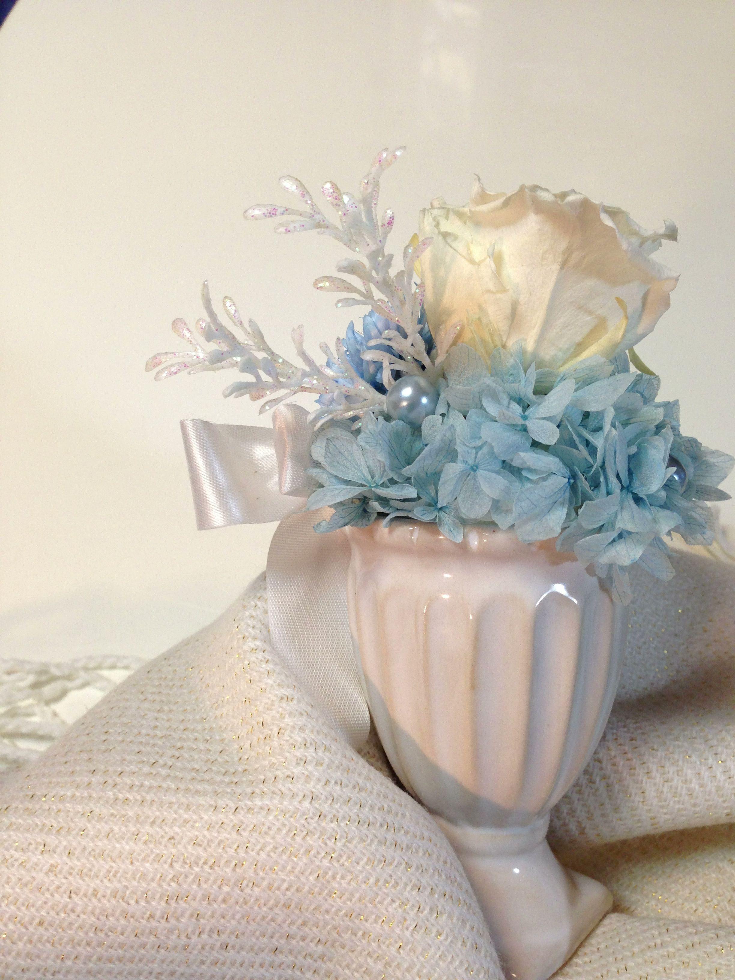 pastel blue petit arrangement