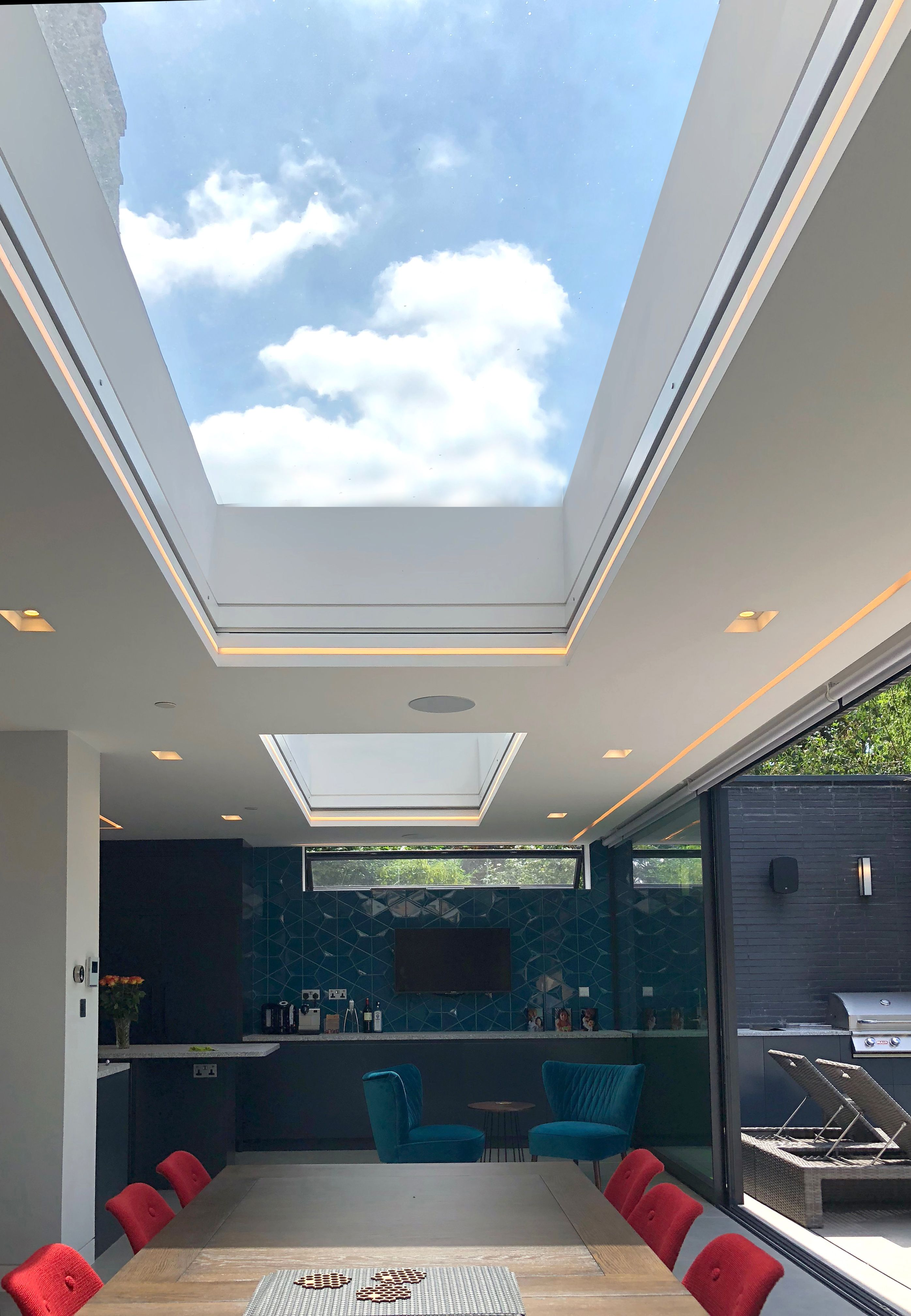 Elegant Light Living Space With Skylights To Allow Natural Light To Flood In Modern Led Lighting Has Been Used For Home Building Design Roof Design Skylight