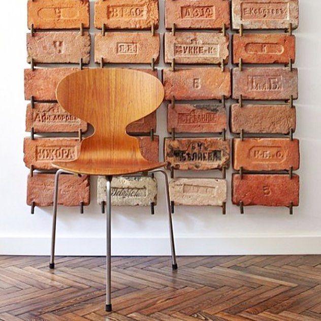 C A S A C O R A L On Instagram A Cadeira Ja Fala Por Si So Um Icone Dos Anos 50 Desenhada Por Arne Jacobsen Agora E Esse Painel De Tijolinhos
