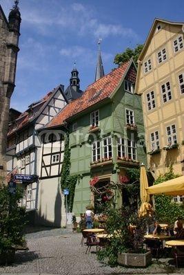 Farbenfrohe Fachwerkhäuser in der Altstadt von Quedlinburg