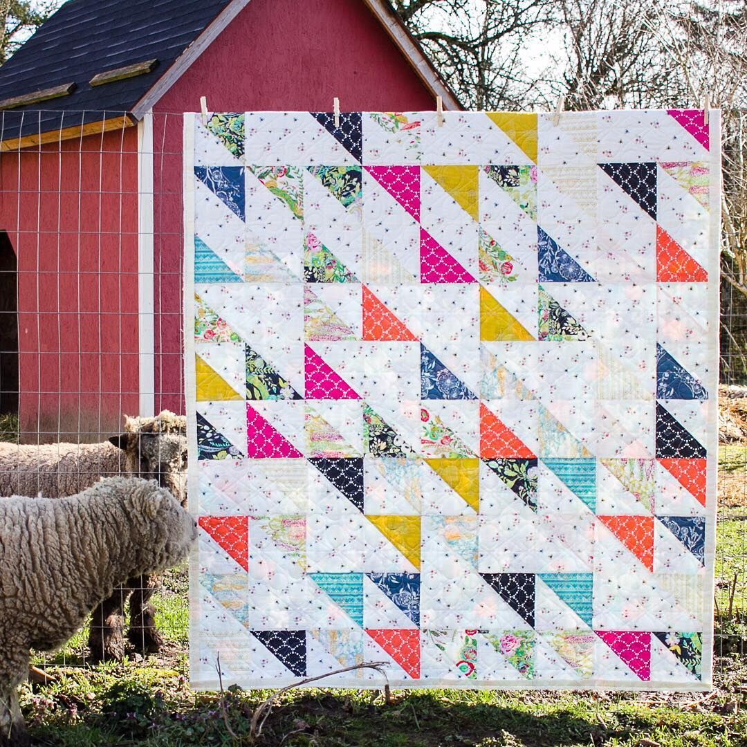 we loved how @sometimescrafter put together this beautiful quilt ... : how to put a quilt together - Adamdwight.com