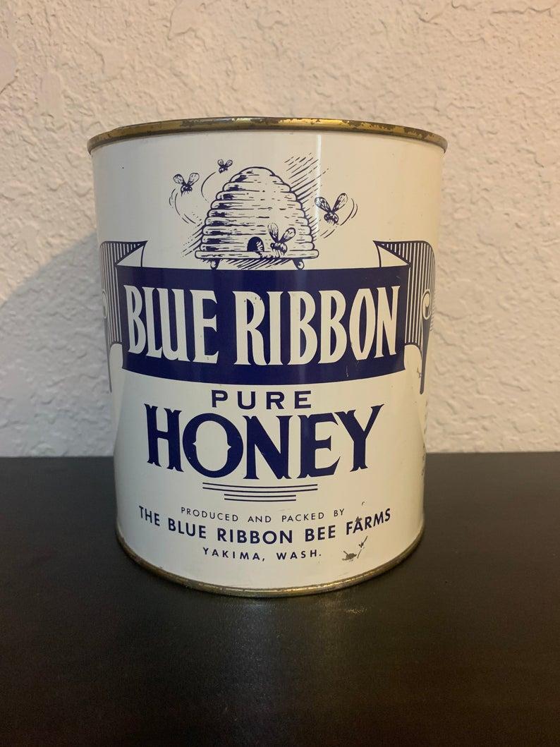 WA ~ UNUSED 4lb Can Vintage HONEY CAN ~ 1966 NOS Blue Ribbon Bee Farm ~ Yakima