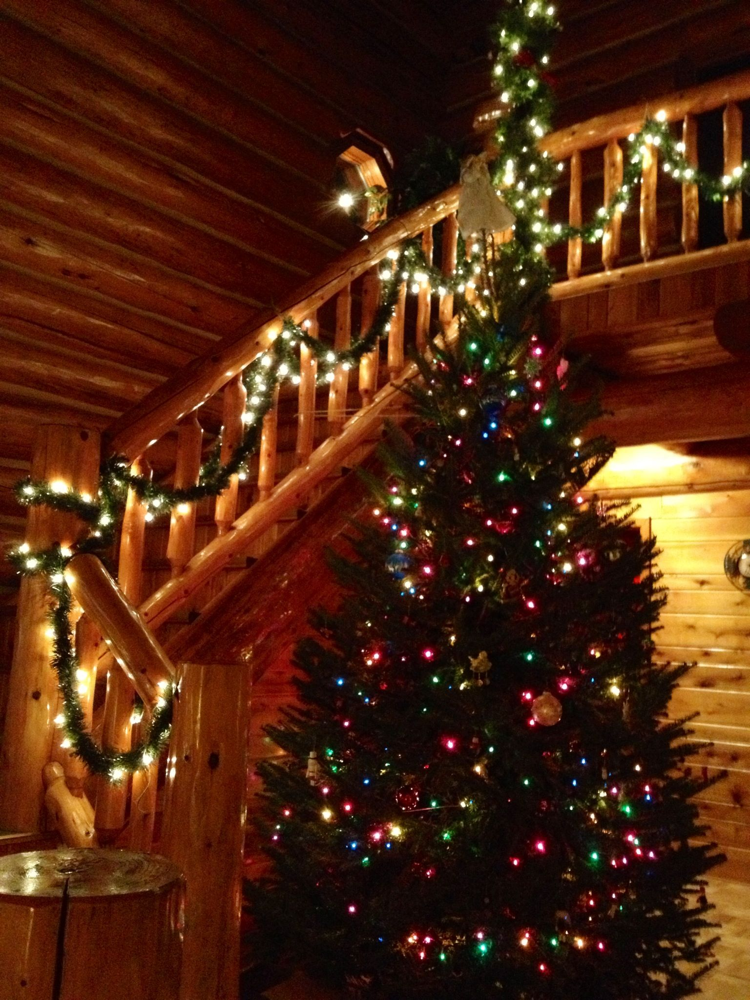 Christmas cabin interior - Log Cabin Christmas