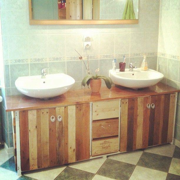 Meuble de salle de bains palettes caisses de vin et bois de r cup salle de bain salle - Salle de bain recup ...