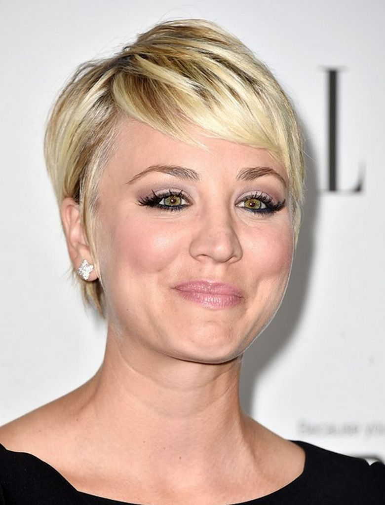 kaley cuoco blonde balayage short hairstyle in 2019   pixie