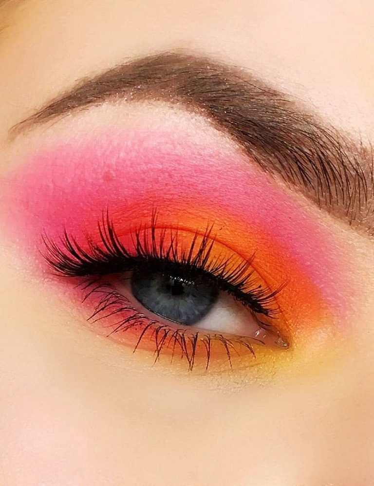 Seven Easy Makeup Tips for Beginners in 2020 Bright eye