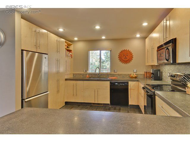 2103 Rangeview Ln, Longmont, CO   Home, Kitchen cabinets ...