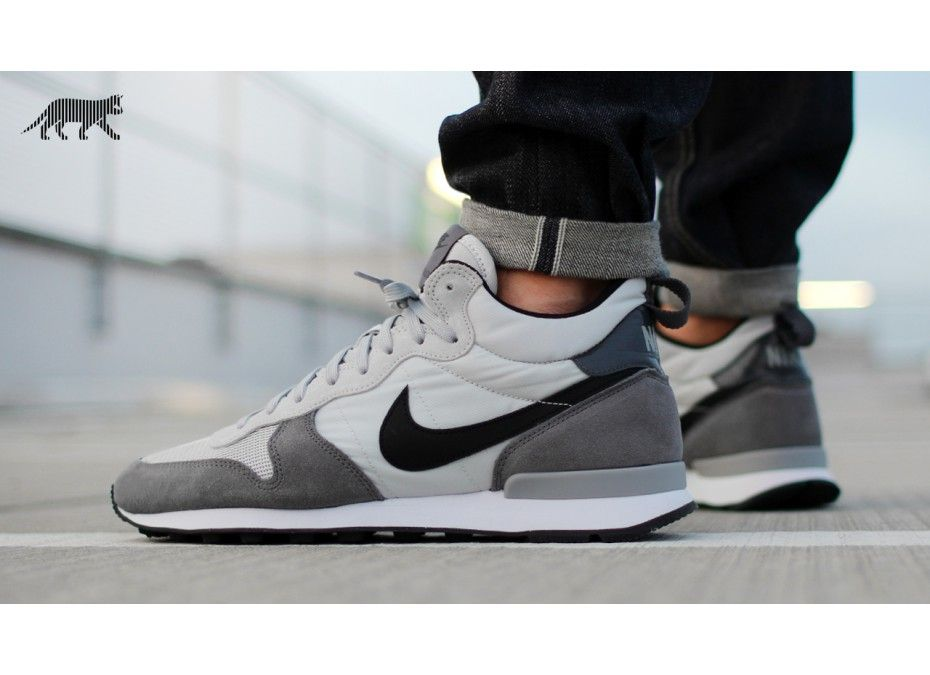 new products 200f9 40374 Nike Internationalist Mid (Light Ash Grey   Black - Dark Grey - Silver)