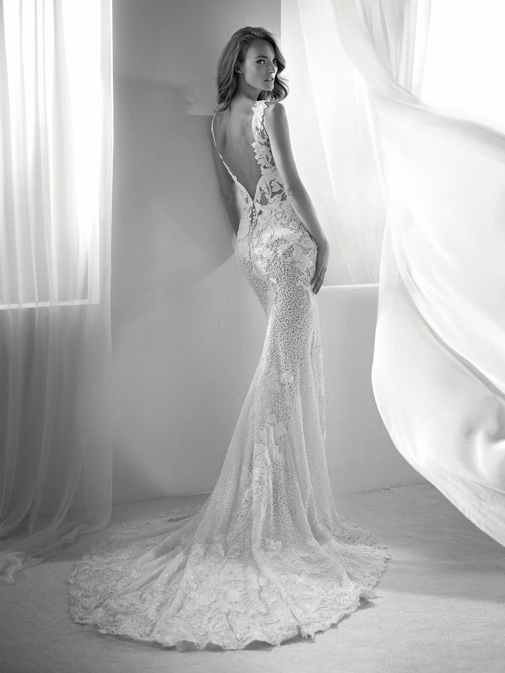 Romina: Vestido de novia con miles de aplicaciones | Pronovias 2018 ...