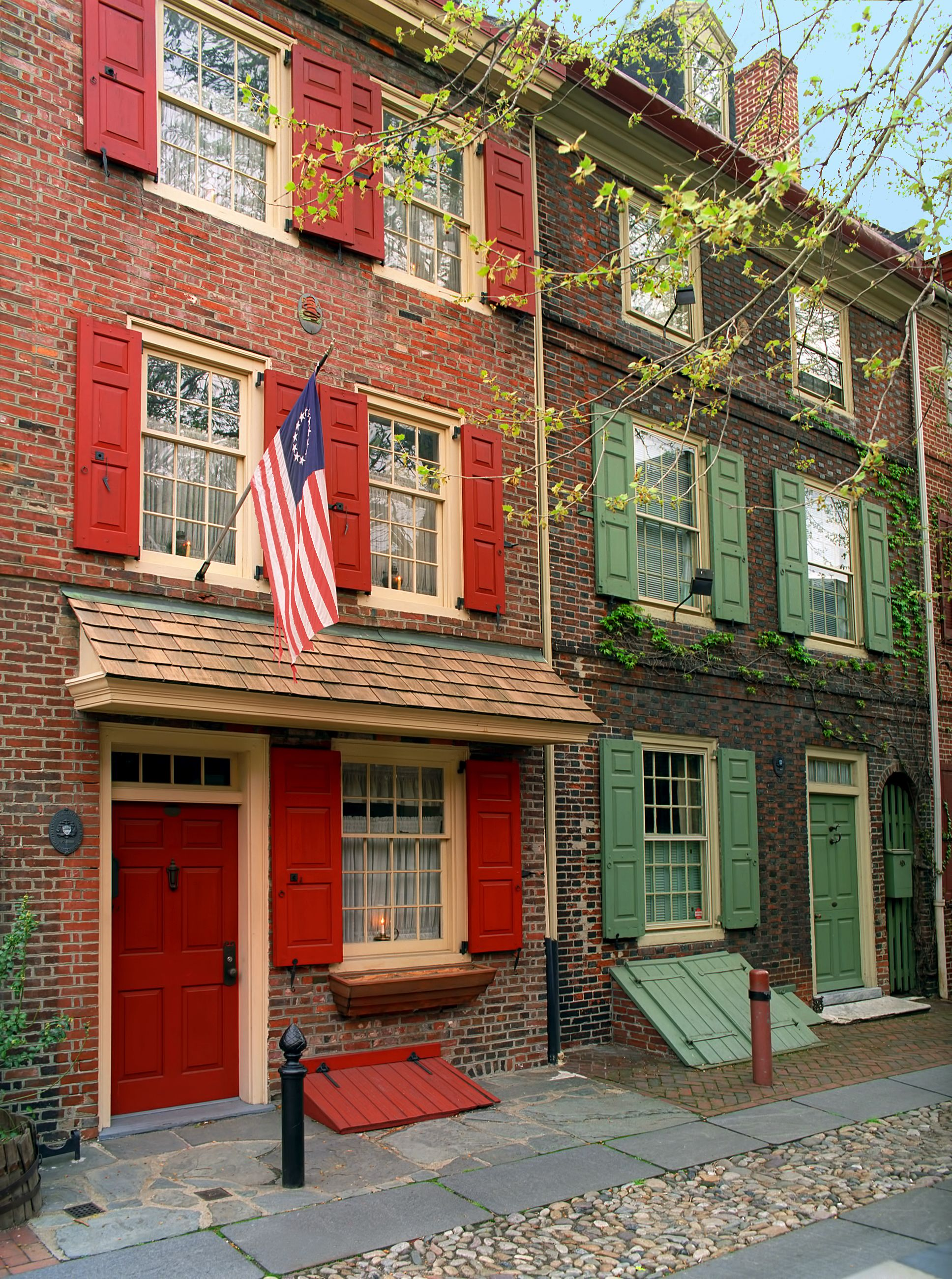 Elfreth's Alley | Pennsylvania // Travel & Vacation Guide ...