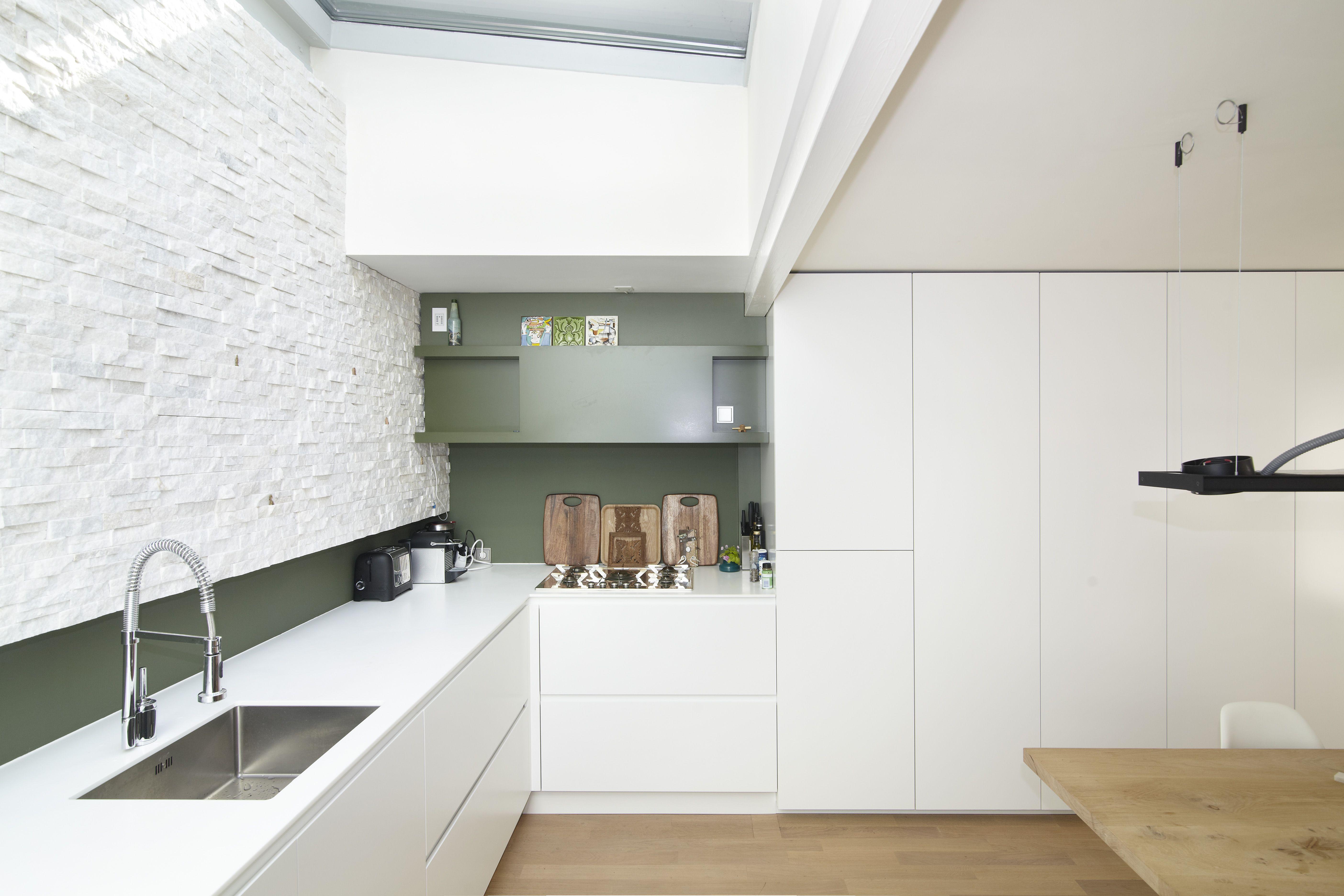 Keuken mdf gespoten wit eken hout steen muur opmaat